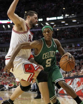 rajon-rondo-brad-miller-2009-nba-playoffs-chicago-bulls-boston-celtics